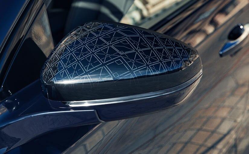 Coques de rétroviseurs extérieurs avec gravure laser motif Pyramide