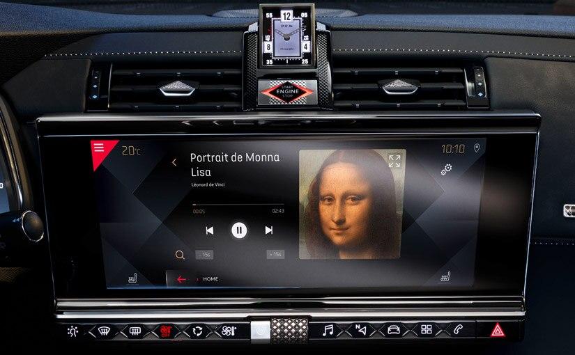 Écran tactile 12'' HD avec application « Un jour au Louvre »